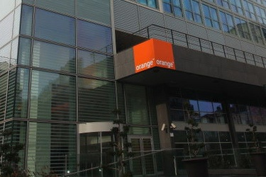 Orange targets aggressive subscriber growth in 2015