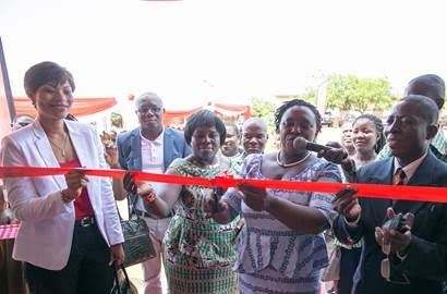 Airtel Ghana commissions library for La Wireless schools